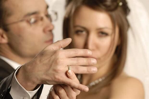 Не встречайтесь с женатыми... из собственного опыта говорю...
