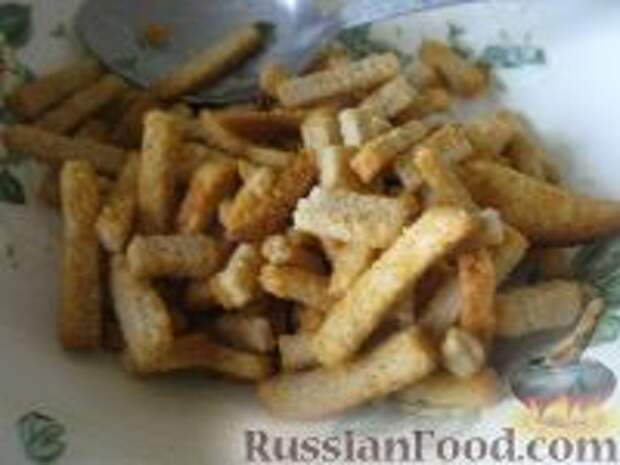 Фото приготовления рецепта: Капустный салат с чесноком - шаг №4