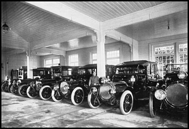 03. Автомобили в императорском гараже