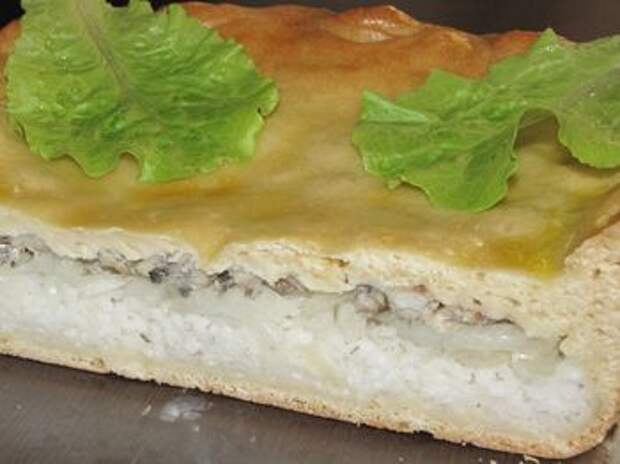 Пирог с рыбой на разрезе