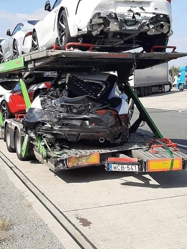 Автовоз с новенькими Супрами попал в аварию