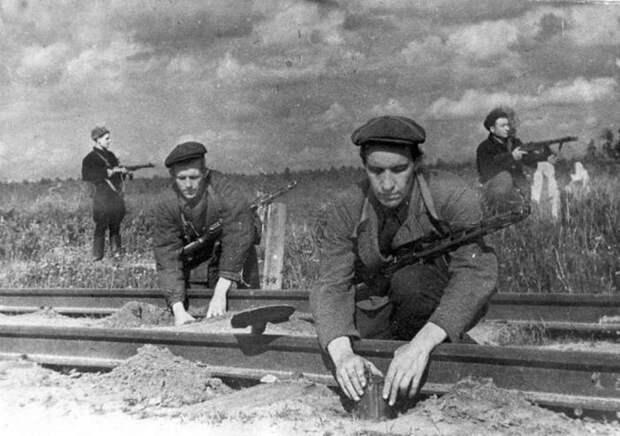 Полковник Старинов - дедушка советского спецназа, личный враг Гитлера и диверсант столетия