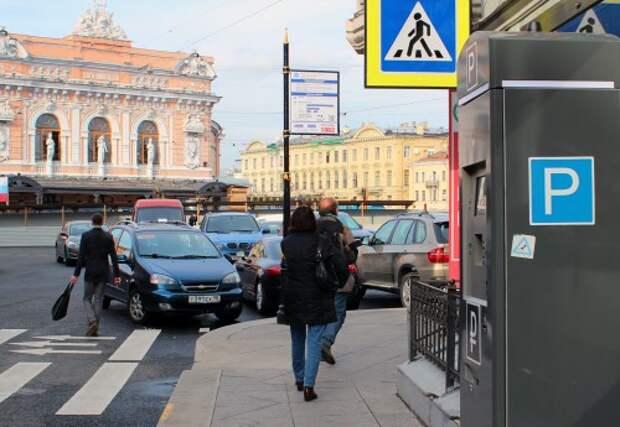 Начало действия платной парковки в Санкт-Петербурге перенесли