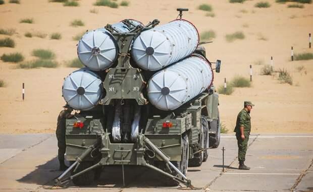 На фото: зенитно-ракетный комплекс С-300