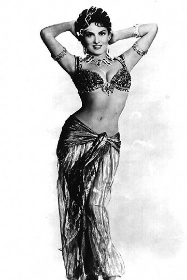 Джина Лоллобриджида в образе Царицы Савской на съемках фильма  «Соломон и Шеба». 1959 год.