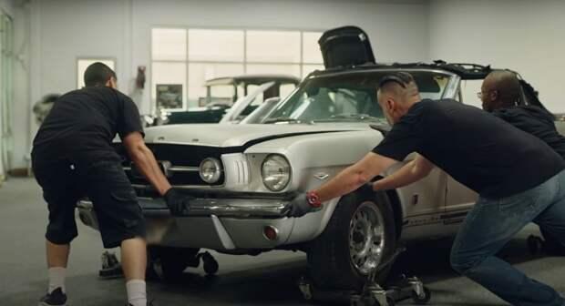 Лучший подарок: Джейсон Момоа отреставрировал любимую машину своей супруги Лизы Боне