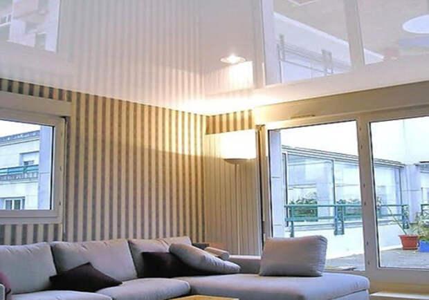 Белый глянцевый натяжной потолок: фото №2