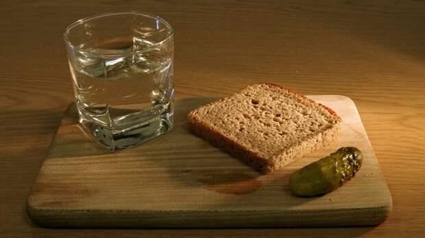 Отрицание желания выпить назвали главным признаком зависимости от алкоголя