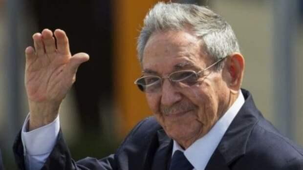 Председатель кубинского Госсовета Рауль Кастро ушел в отставку