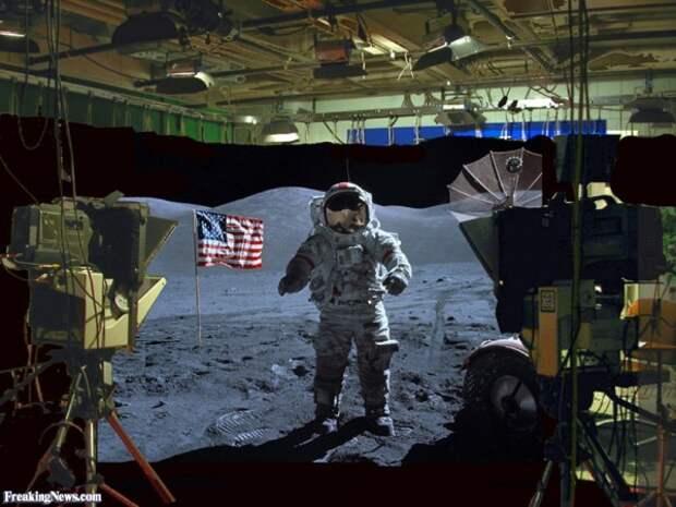 Американские астронавты отказываются клясться на Библии, что были на Луне!