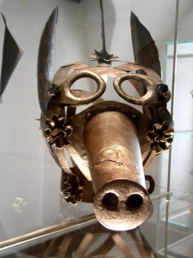 Средневековые маски позора.