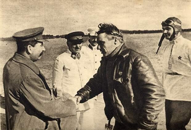 Сталин, самолет, или инопланетяне: кто виноват в гибели Валерия Чкалова