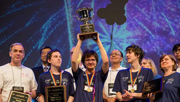 Награждение команды МГУ, занявшей первое место на чемпионате мира по программированию ACM ICPC в Пекине