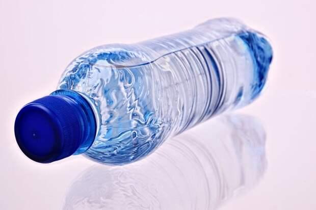 На станции МЦК «Панфиловская» продолжают бесплатно раздавать воду