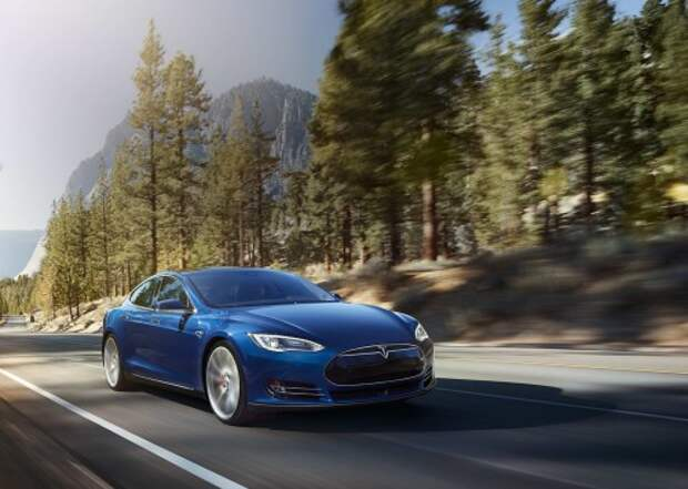 Электрический спорт-седан Tesla Model S может проехать до 435 км без подзарядки