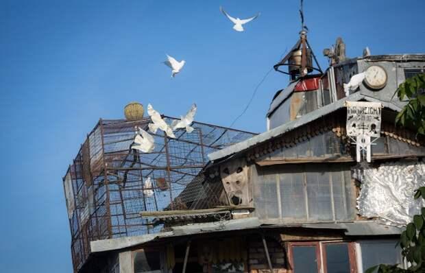 Белорус построил уникальный дом из мусора
