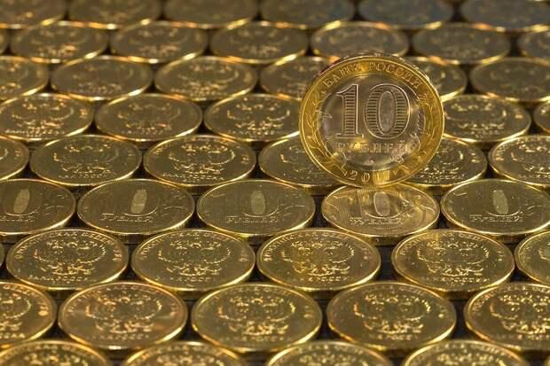 ЦБ РФ: россияне не стали скупать валюту во время сентябрьского ослабления рубля