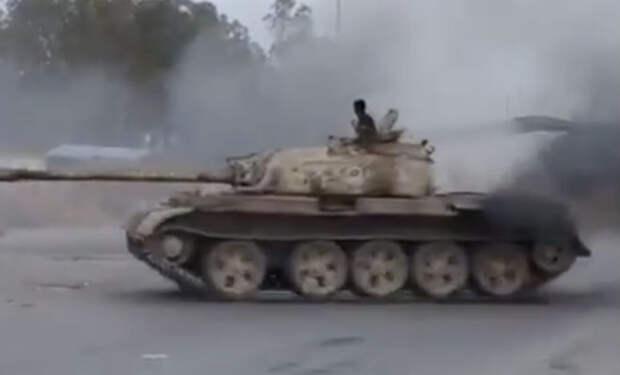 Дрифт на советском танке: случайное видео из Ливии