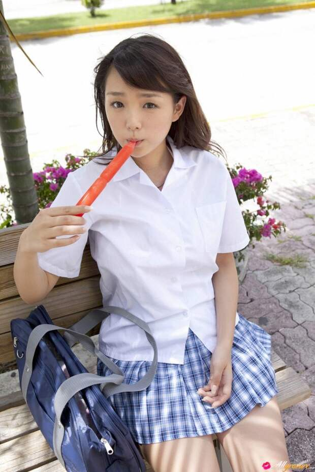 Очень откровенные фотографии азиатских красавиц