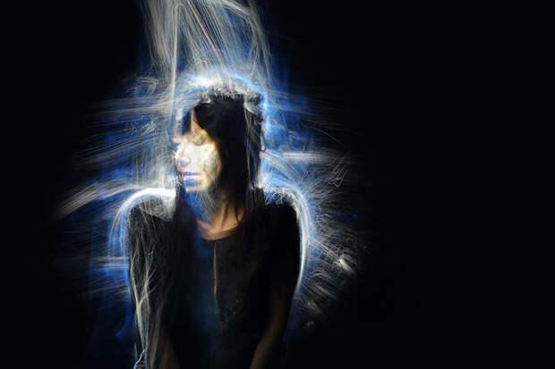 Удивительная светографика в работах канадских художников