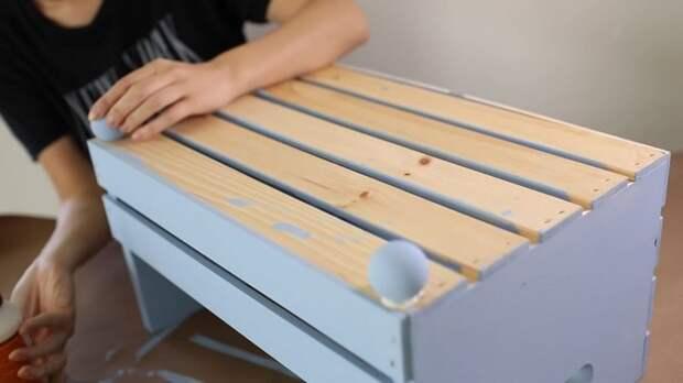 Переделайте простой деревянный ящик в уютную лежанку для вашей собаки