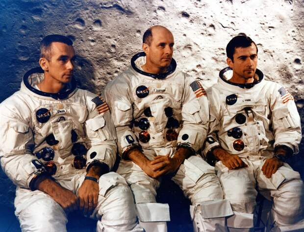 1969, май. Экипаж «Аполлона-10». Командир — Томас Стаффорд, 3-й полет. Пилот командного модуля — Джон Янг, 3-й полет. Пилот лунного модуля — Юджин Сернан, 2-й полет