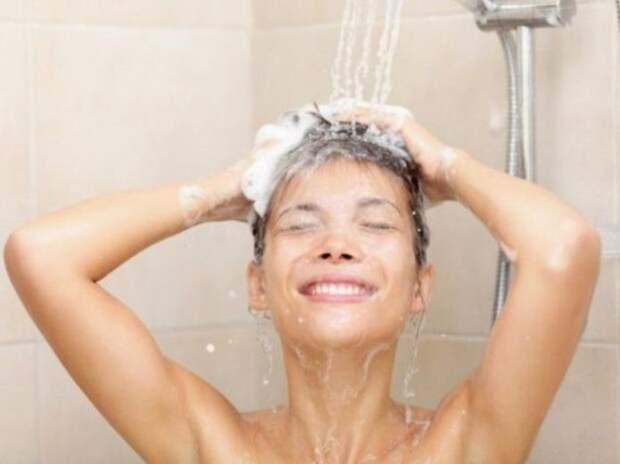 Как принимают душ женщины и как мужчины.