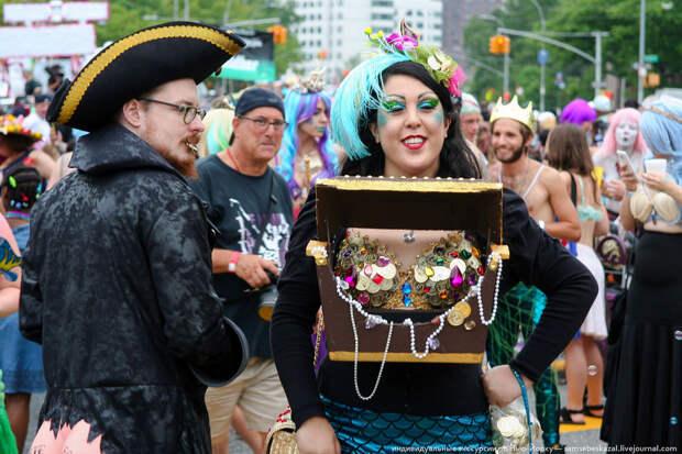 Парад русалок, или старое доброе бруклинское фрик-шоу
