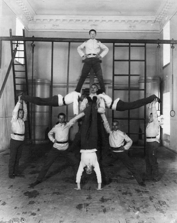 13. Занятие гимнастического кружка
