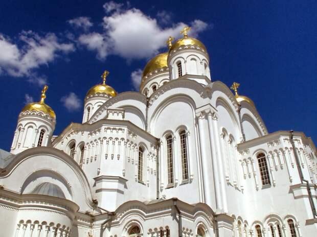 В РПЦ объяснили различия религии и магии