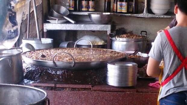 В ресторане Бангкока подают рагу, которое варится уже 45 лет