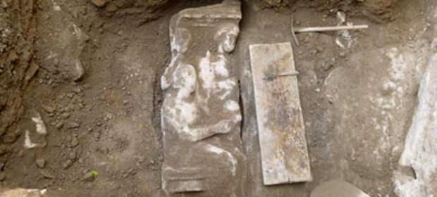 Новое надгробие нашли рядом со Священной дорогой в Афинах
