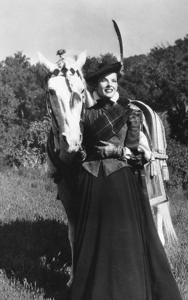 """Кетрин Хепберн в образе Марии Стюарт в фильме """"Мария Шотландская"""" 1936 год."""