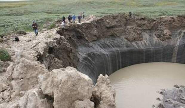 Бованенковская воронка превращается в обычное тундровое озеро