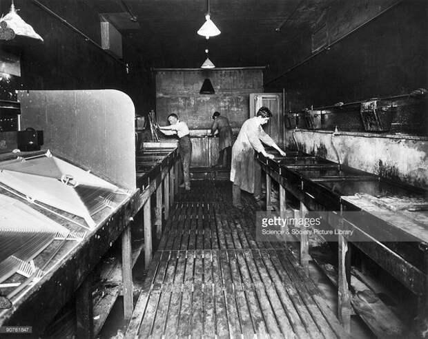 Изготовление цветного фильма на студии Kinemacolor House. Лондон. Великобритания. 1915 год.