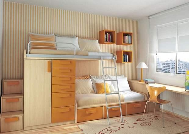Интерьер спальной комнаты оранжевого цвета гармонично дополняется мягкими светлыми оттенками.