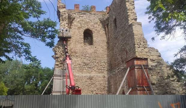 Башню святого Константина отреставрируют в Феодосии