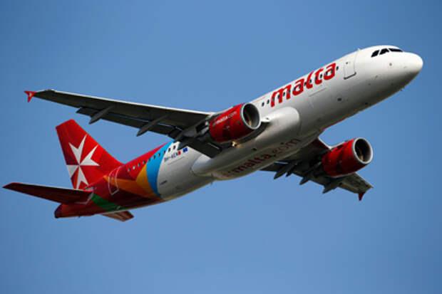 Пилот авиакомпании Air Malta «нарисовал» в небе два сердца