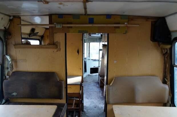 Между ''столовой'' и ''кухней'' в тамбуре должна быть раковина, которой приделали ноги ЛАЗ, ЛАЗ-4969, авто, автобус, кухня, олдтаймер, ретро техника, фудтрак