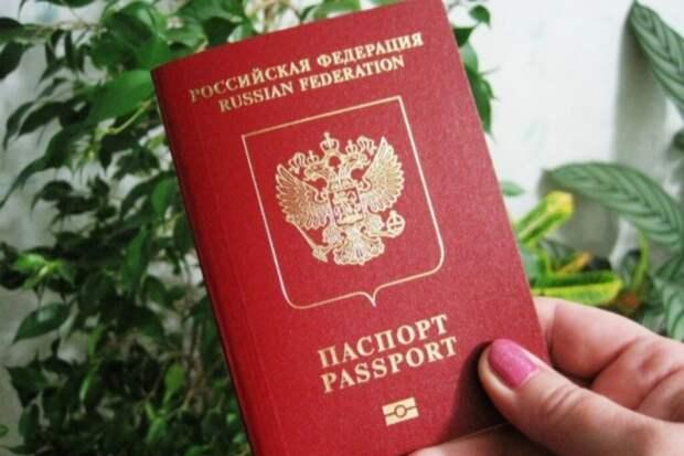 Правительственная комиссия одобрила законопроект, который позволяет изымать загранпаспорта у должников