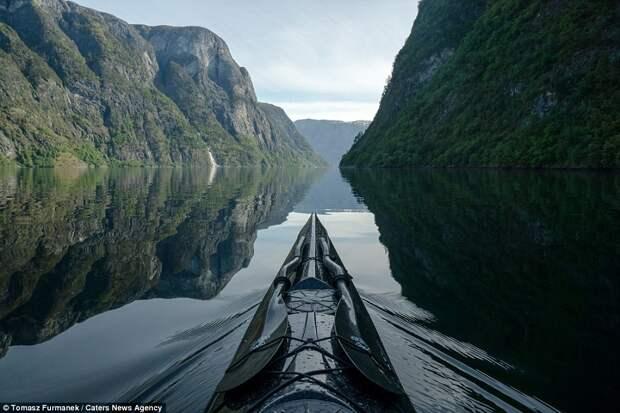 Потрясающие снимки норвежских фьордов от путешественника на байдарке