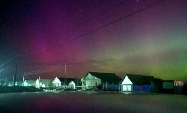 Мощная геомагнитная буря вызвала северное сияние во многих регионах России