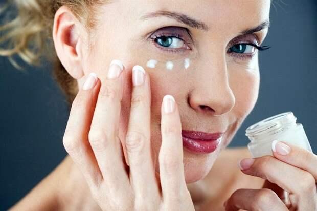Гепариновая мазь поможет только для борьбы с небольшими гематомами на лице. / Фото: zen.yandex.ru