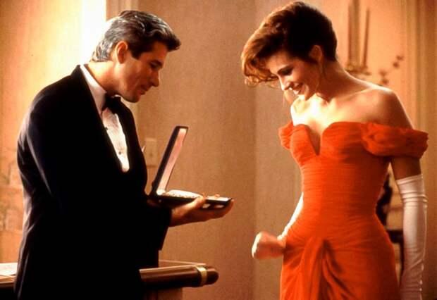 Ричард Гир специально захлопнул футляр с ожерельем, чтобы рассмешить Джулию Робертс. Кадр из фильма