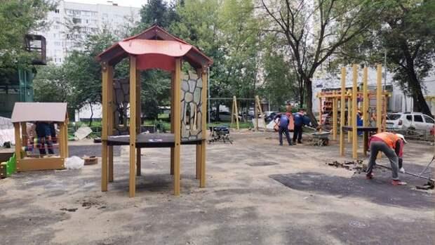 Строительство детской площадки на Алтуфьевском завершат к сентябрю