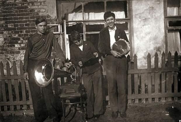 Юрий Никулин — король вечеринок, приблизительно 1937–1939 года. Редкие фото Юрия Никулина, история, фото