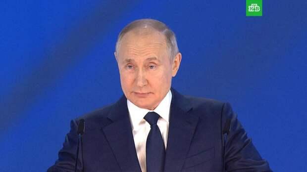 «Как будто не про нас»: Путина удивили некоторые школьные пособия по истории
