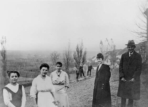 Редкие кадры исторических событий, а также архивные снимки великих и знаменитых