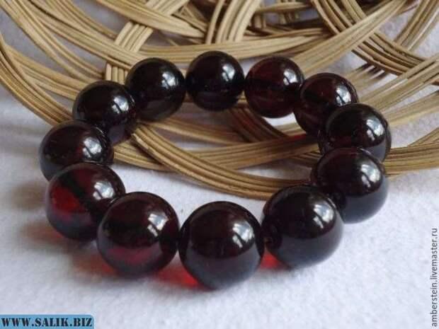 Вишневый янтарь очень ценился в Китае, его называли там «Кровь дракона».