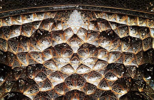 Оригинальный потолок в иранском дворце.